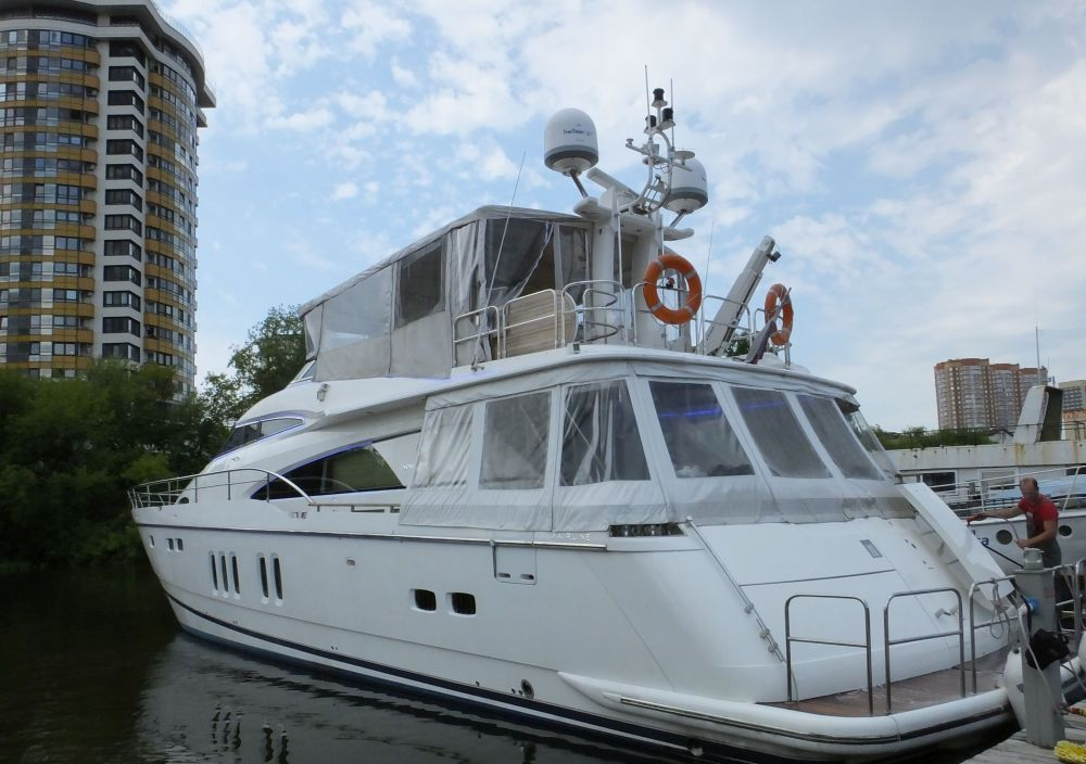 моторная яхта Fairline Sqadron 74 в Москве