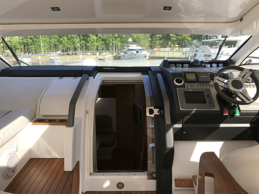 моторная яхта Fairline Targa 44 GT