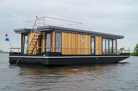 Houseboat 15M